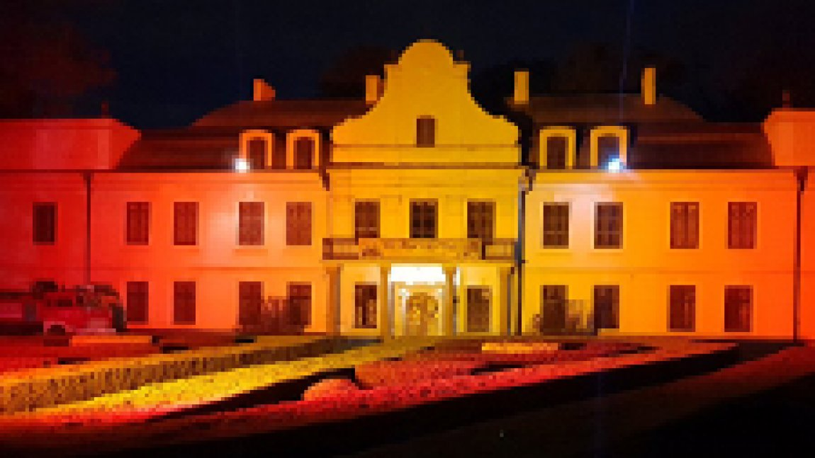 Pałac Mieroszewskich nocą