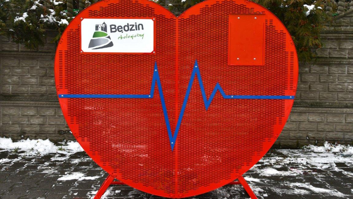 Ilustracja przedstawiająca zdjęcie pojemnika na nakrętki w kształcie serca