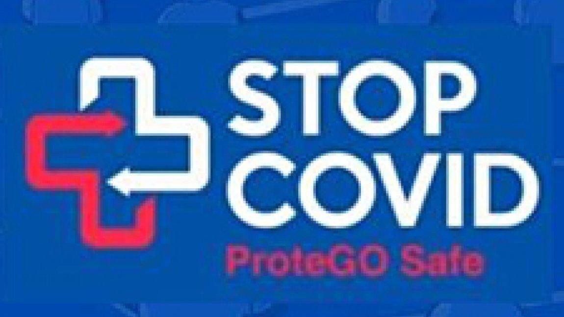 Ilustracja z napisem Stop COVID ProteGO Safe, i biało czerwonym krzyżem na niebieskim tle.